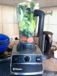 Ab mit den Zutaten in den Vitamix