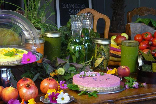 Rohkost Torten und grüne Smoothies - Botanischer Salon Berlin