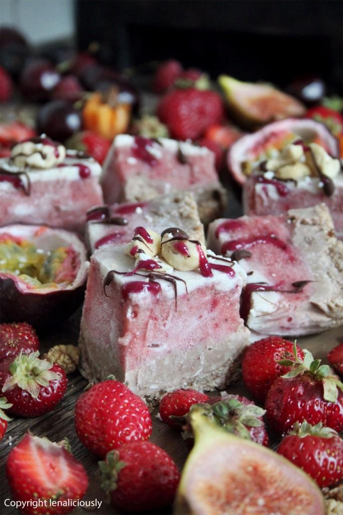 vitamix rezept roher erdbeeren schokoladen k sekuchen. Black Bedroom Furniture Sets. Home Design Ideas