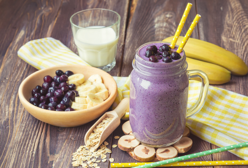 Blueberry smoothie with banana and oat flakes Datei: #101921321 | Urheber: anaiz777