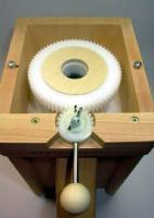 Zugriff auf das Mahlwerk ohne Einsatz von Werkzeugen Schnitzer Pico Getreidemühle Buche