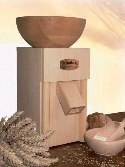 Schnitzer Grano 200 Getreidemühle mit Holztrichter
